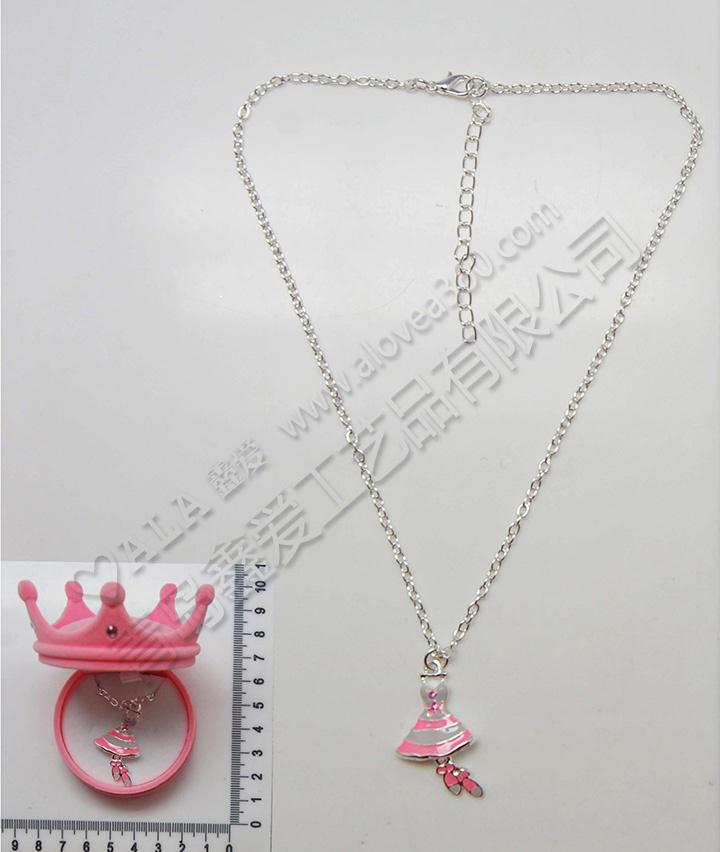 皇冠绒盒精美芭蕾服装吊坠时尚儿童项链