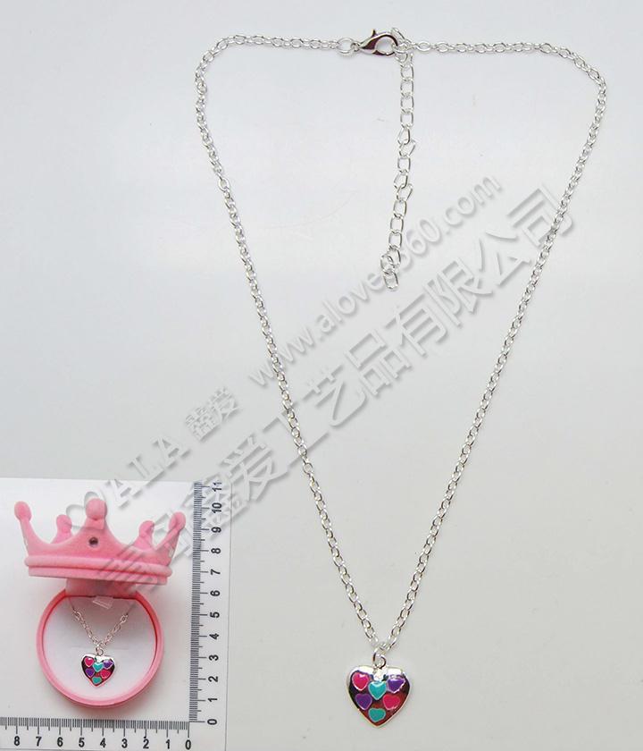 皇冠绒盒可爱七彩桃心吊坠时尚儿童项链