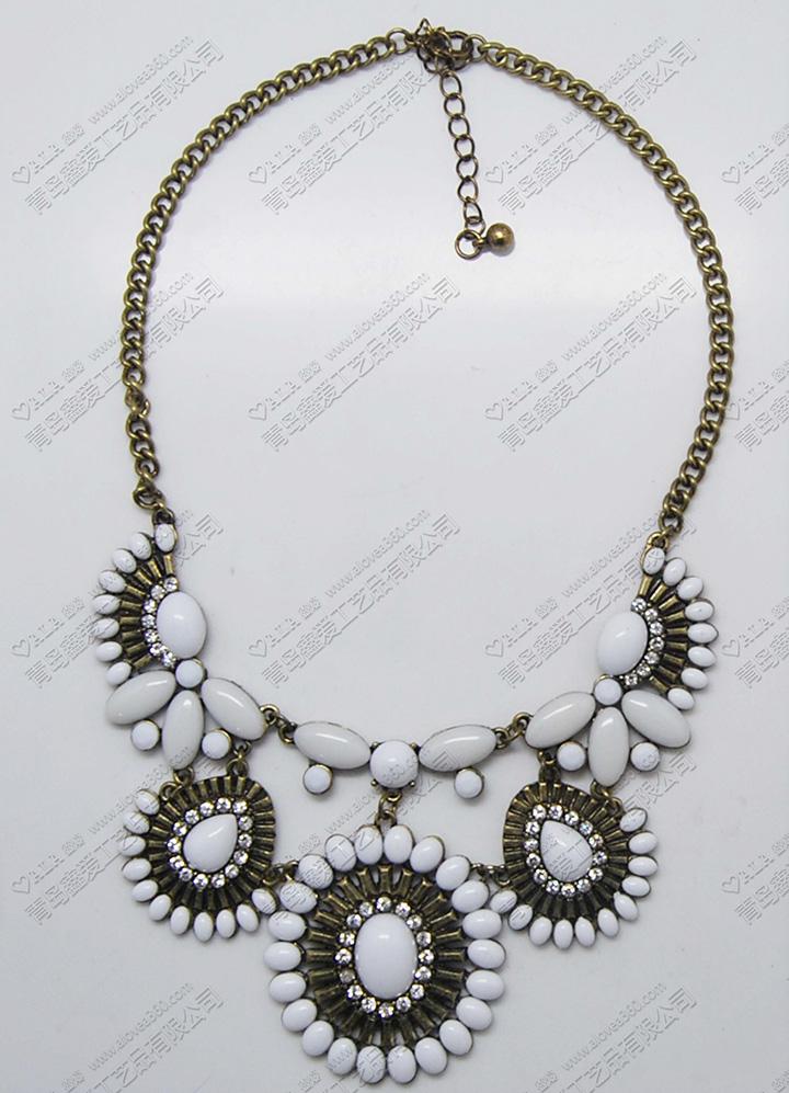 白色系扇形锌合金吊坠典雅时尚短项链