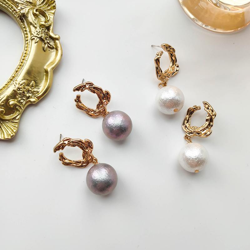 金色镂空熔岩巴洛克珍珠耳环